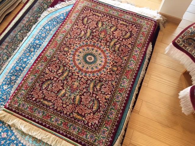 「玄関マットサイズのペルシャ絨毯です」