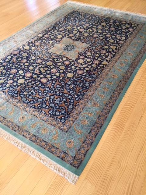 どれも一点ものの絨毯です。