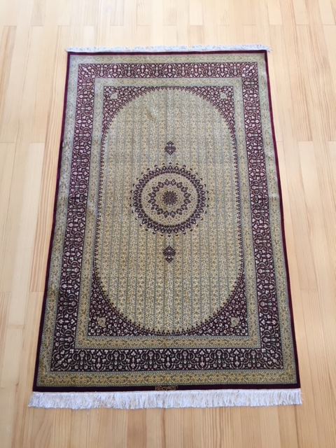 和室にも洋室にもペルシャ絨毯はマッチします。