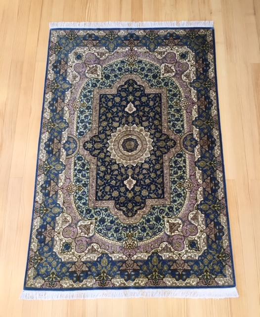 ペルシャ絨毯は使うほどに価値が出てきます。